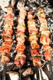 Grill mit Fleischaufsteckspindeln stockfotos
