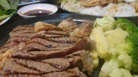 Grill-Rindfleisch in der Heizplatte Stockbild