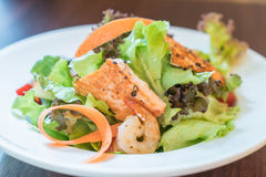 Grill salmon salad Royalty Free Stock Photos