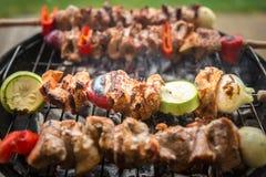 Grill - verschiedenes Fleisch und Gemüse Stockfotografie