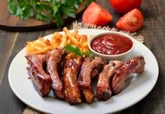 Grill wieprzowiny warzywa na bielu talerzu i ziobro Zdjęcie Stock