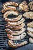 Grilla grilla bbq na propanu gazu grilla stków bratwurst kiełbas mięsnym posiłku Zdjęcie Stock