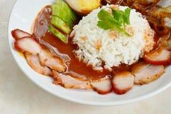 Grilla i crispy wieprzowiny sosu opatrunkowy słodki czerwony kumberland na ryż Obrazy Royalty Free