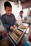 Grilla karmowy bubel na Lijiang Dayan Starym miasteczku. obraz stock