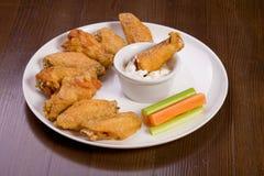 grilla kurczaków formularzowi sause biel skrzydła zdjęcia stock