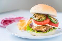 grilla kurczaka hamburger Zdjęcia Royalty Free