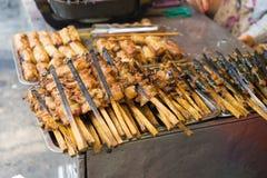 Grilla mięso - składnik babeczka Cha jest sławnym Wietnamskim kluski polewką z bbq mięsem, wiosny rolką, wermiszel i świeżym ve, Zdjęcie Royalty Free