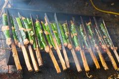 Grilla mięso - składnik babeczka Cha jest sławnym Wietnamskim kluski polewką z bbq mięsem, wiosny rolką, wermiszel i świeżym ve, Zdjęcia Royalty Free