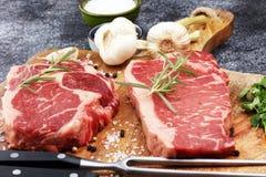 Grilla Rib Eye Steak, torka åldrig Wagyu entrecôtebiff royaltyfria bilder