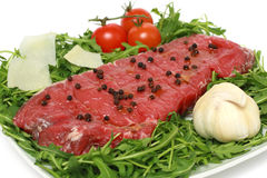 grilla surowy mięsny przygotowywający obrazy stock