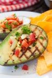 Grillad avokado med tortillachiper Royaltyfria Bilder