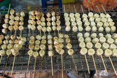 Grillad banan eller grillad banan i traditionell thailändsk stil Royaltyfria Bilder