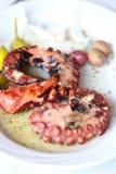 Grillad bläckfisk med grönsaker Royaltyfri Bild