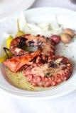 Grillad bläckfisk med grönsaker Arkivbild
