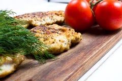 Grillad filé för fega bröst med nya grönsaker Royaltyfri Bild