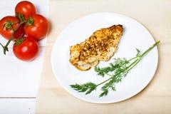 Grillad filé för fega bröst med nya grönsaker Fotografering för Bildbyråer