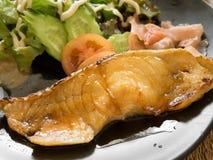 Grillad fisk med soya royaltyfri foto