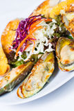 Grillad grön mussla med ost Arkivbilder