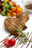 Grillad grisköttbiff som stekas Fotografering för Bildbyråer