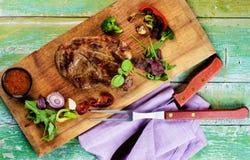 Grillad griskötthals Arkivbild