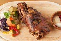 Grillad grisköttknoge Arkivbild