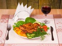 Grillad höna med grönsaker arkivfoton