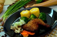 Grillad höna- och grönsakmatställe Arkivbilder