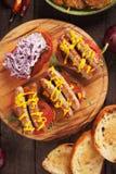 Grillad korvsmörgås Arkivbild