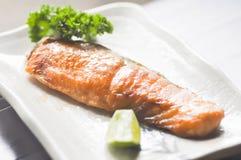 grillad lax, lax eller Yaki skull i japansk mat Arkivfoton
