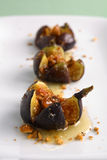 grillad mascarpone för honung för ostfigshasselnötter Royaltyfri Bild