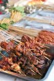 Grillad meat på sticksna Royaltyfria Bilder