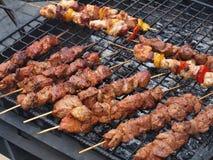 grillad mutton för matlagning mat royaltyfri bild