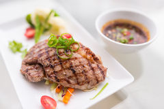 Grillad nötköttgrisköttbiff Fotografering för Bildbyråer