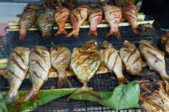 Grillad ny skaldjur i den lokala marknaden, Mahé - Seychellerna ö Arkivbild