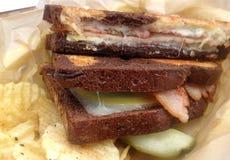 Grillad ostsmörgås för bacon Gruyere Royaltyfria Bilder