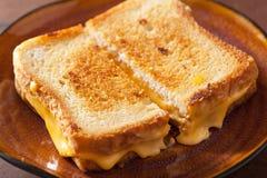 Grillad ostsmörgås för frukost Arkivbilder