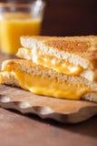 Grillad ostsmörgås för frukost Royaltyfria Bilder