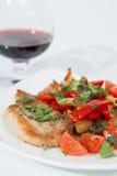 Grillad porkmeat med champinjoner och grönsaker. Arkivbilder