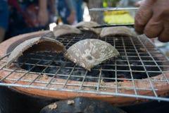 Grillad räka med kokosnöten, traditionell mat, Arkivbild