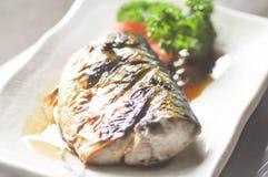 Grillad saba, grillad fisk eller grillad blå makrill Fotografering för Bildbyråer