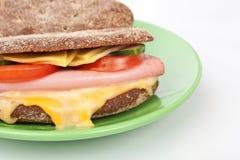 Grillad skinksmörgås Arkivfoton