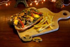 Grillad smörgås för nötköttfläskkarré med ostliknande Bearnaisesås arkivfoton