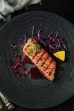 Grillad tonfisk med krydda-, sås- och sesamfrö royaltyfria foton