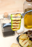 Grillad zucchinizucchini på en gaffel Arkivbilder
