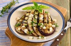 Grillade aubergineskivor på en platta Royaltyfri Fotografi