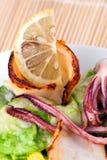 grillade citrontioarmad bläckfisk Fotografering för Bildbyråer