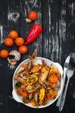 Grillade fega vingar, med grönsaker Arkivfoto