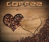Grillade kaffebönor inom en hjärta Shape Arkivfoto
