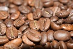 Grillade kaffebönor, kaffe, aromatisk mat och drinkar Plan textur för bästa sikt arkivbilder