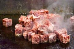 Grillade Kobe Beef Cube, biff för Kobe nötköttteppanyaki arkivbild